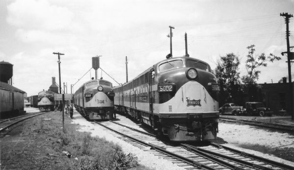 F3As 5009 and 5002 at Springfield, Missouri on June 11, 1948 (Arthur B. Johnson)