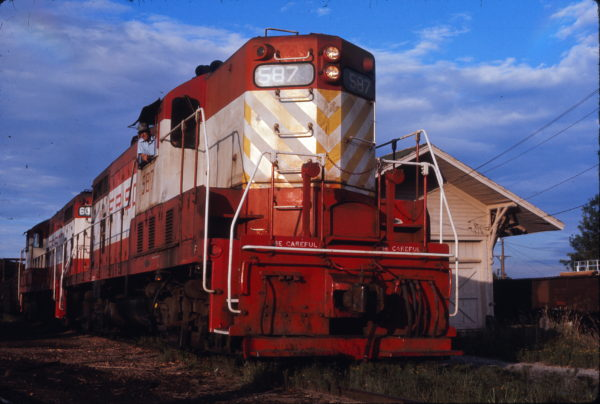 GP7 587 (location unknown) in October 1974
