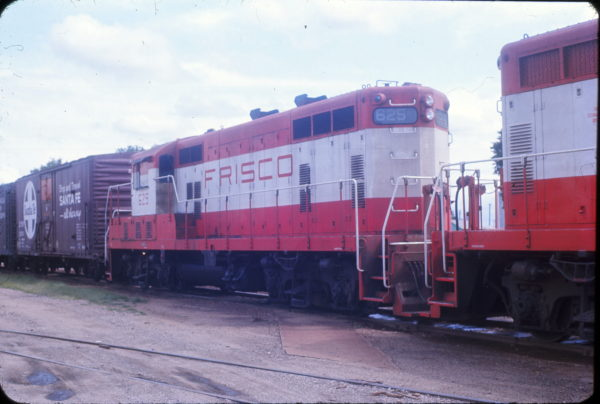 GP7 625 at Neodesha, Kansas in June 1967