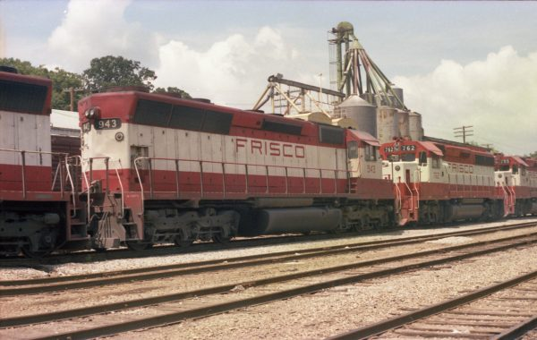 SD45 943 and GP40-2 762 at Thayer, Missouri on August 1, 1979 (R.R. Taylor)