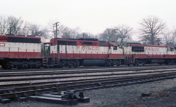U25B 830 and GP35 711 at Thayer, Missouri on December 29, 1978 (R.R. Taylor)