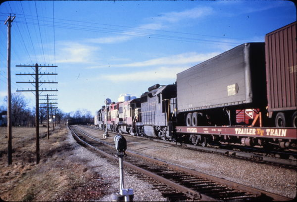 GP35 715 at Dixon, Missouri on January 11, 1967 (Mike Condren)