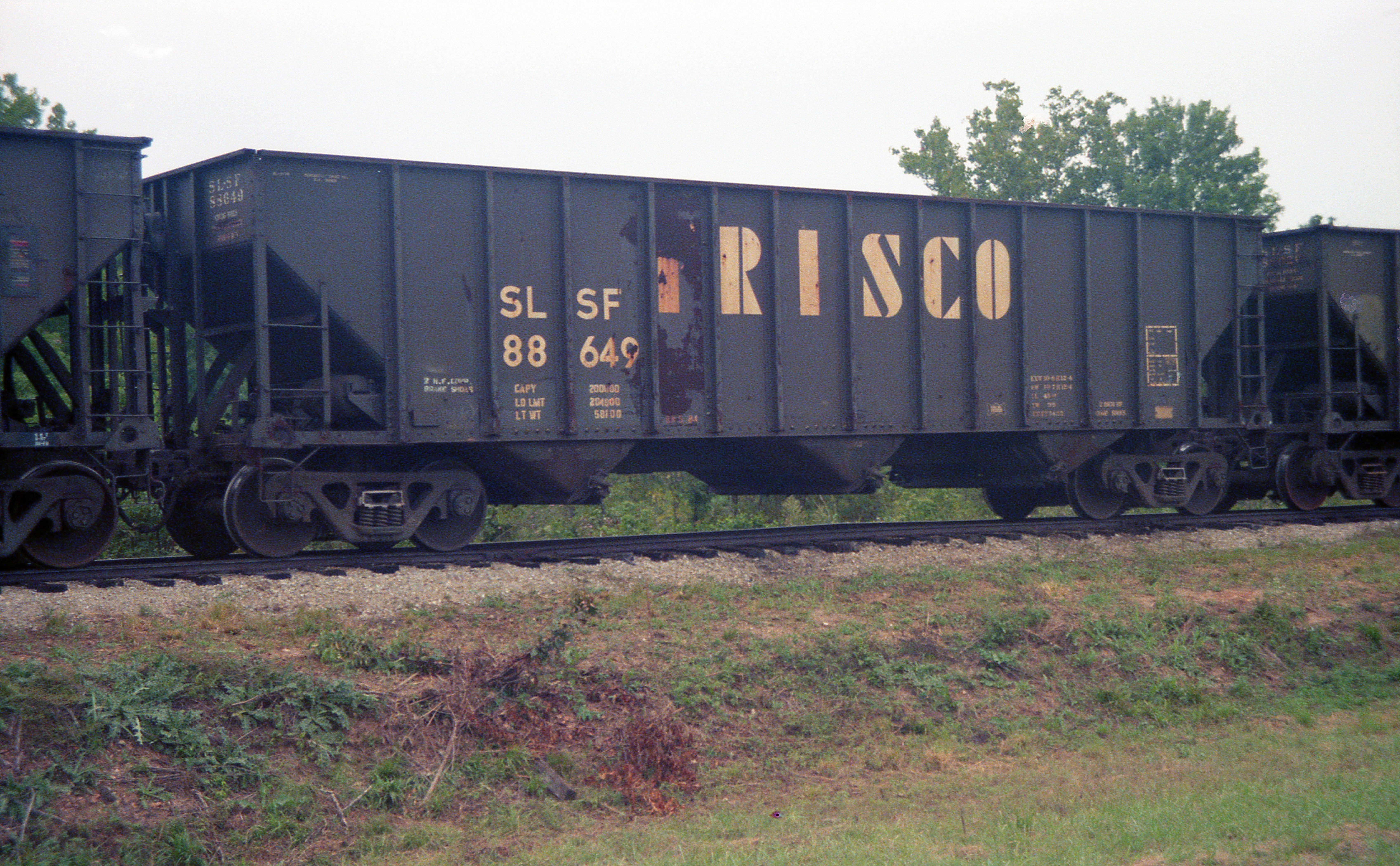 Hopper 88649 at Kissick, Missouri in September 1987 (R.R. Taylor)