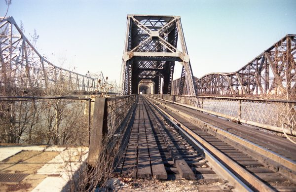 Mississippi River Bridge at Memphis, Tennessee on December 27, 1985 (R.R. Taylor)