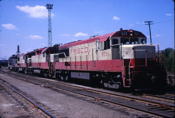 U25B 829 and GP35 719 at St. Louis, Missouri on May 5, 1968 (J.W. Stubblefield)