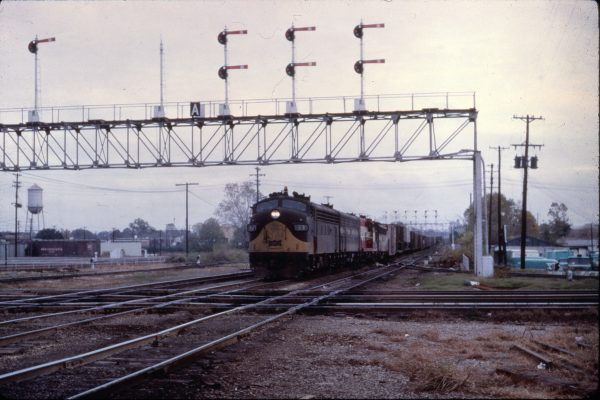 F7A 23 at IC Crossing Memphis, TN, C483.8 on November 17, 1968 (Al Chione)