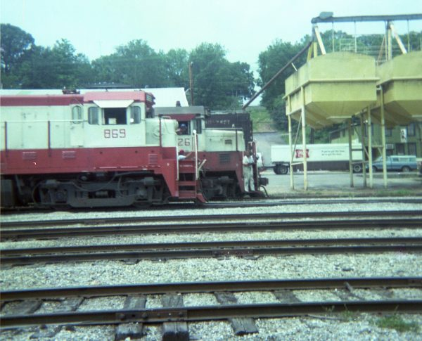B30-7 869 and U25B 826 at Thayer, Missouri on June 23, 1978