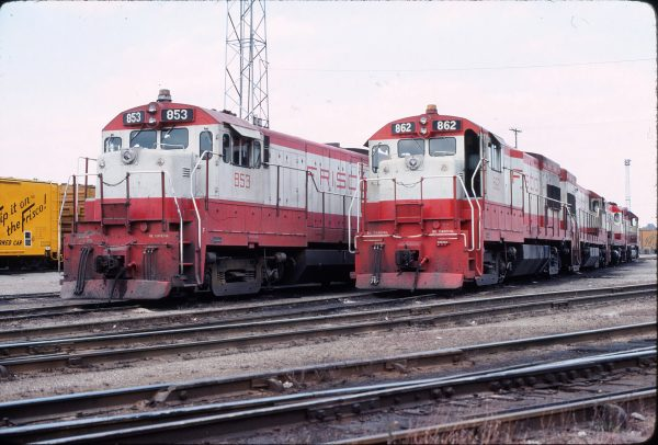 U30Bs 853 and 862 in November 1975