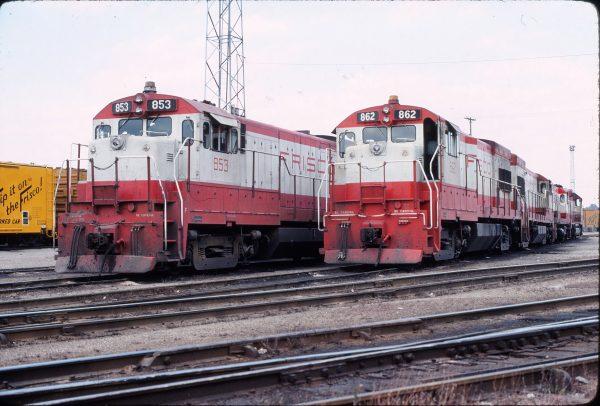 U30Bs 853 and 862 in November 1975