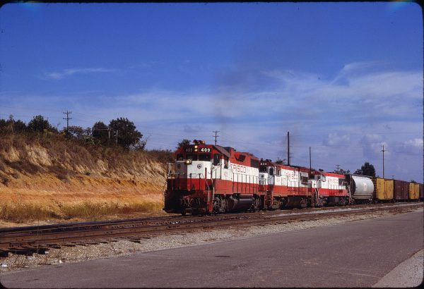 GP38-2 409, U30B 834 and U25B 817 at Memphis, Tennessee on September 26, 1979